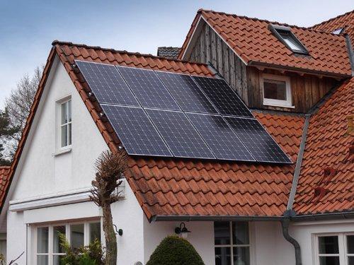 Nahaufnahme der Module der Photovoltaikanlage