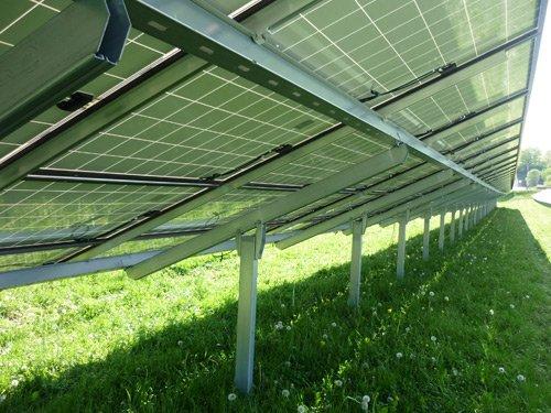 Rückwärtiger Blick auf Solarmodule
