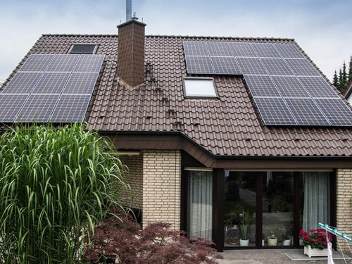 Haus mit Solarmodulen